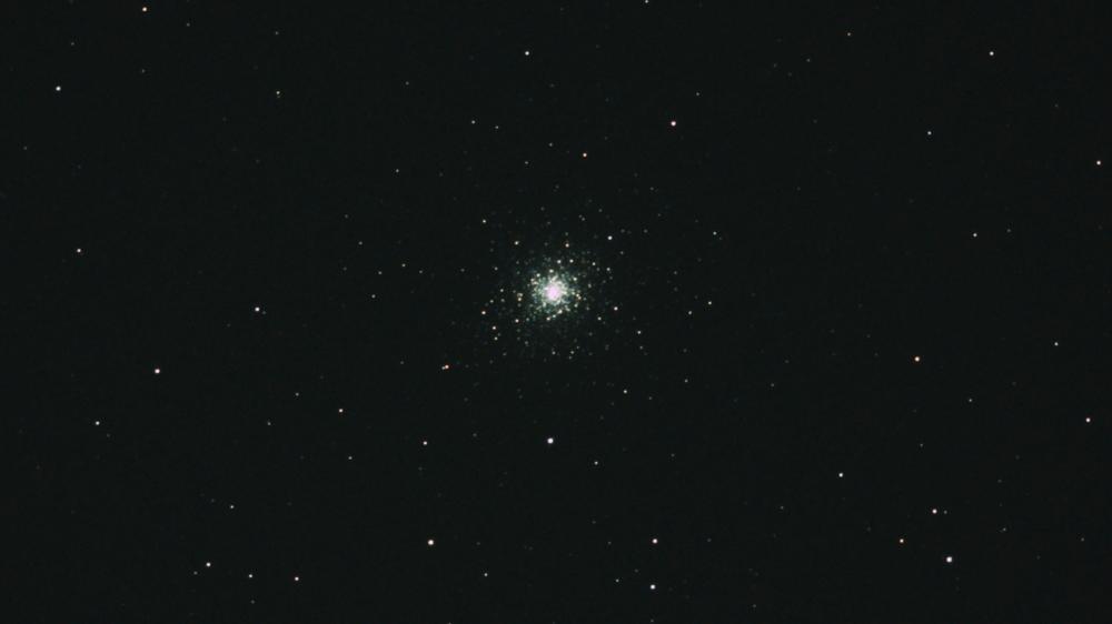 口径15.2cm反射望遠鏡(LXD-55)/F5/PENTAX-KP/ISO25600/カメラダーク/ステライメージフラット/露出8秒×16枚を加算平均コンポジットした2017年8月30日21時13分11秒に撮影したM92の天体写真です。
