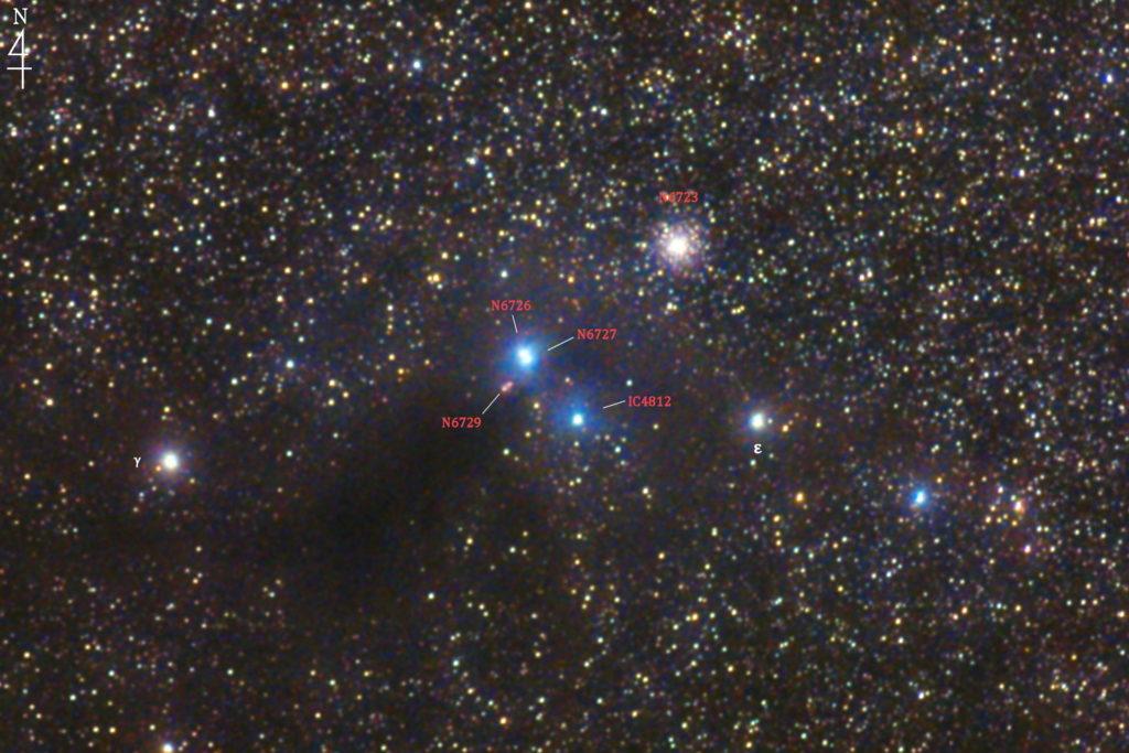 2020年04月30日03時46分09秒からシグマのズームレンズ「APO70-200mm F2.8 EX DG OS HSM」とCANONの一眼レフカメラのEOS KISS X2の赤外線改造カメラでISO1600/露出60秒で撮影して20枚を加算平均コンポジットしたフルサイズ換算約667mmの「NGC6723+NGC6726+NGC6727+NGC6729+IC4812」の星野写真です。