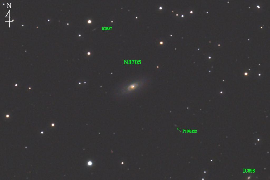 2020年03月21日00時24分23秒から口径15.2cmF5の反射望遠鏡LXD-55と一眼レフカメラのPENTAX-KPでISO25600/露出30秒を110枚加算平均コンポジットしたフルサイズ換算約3587mmの棒状渦巻銀河NGC3705とその周辺の銀河の天体写真です。