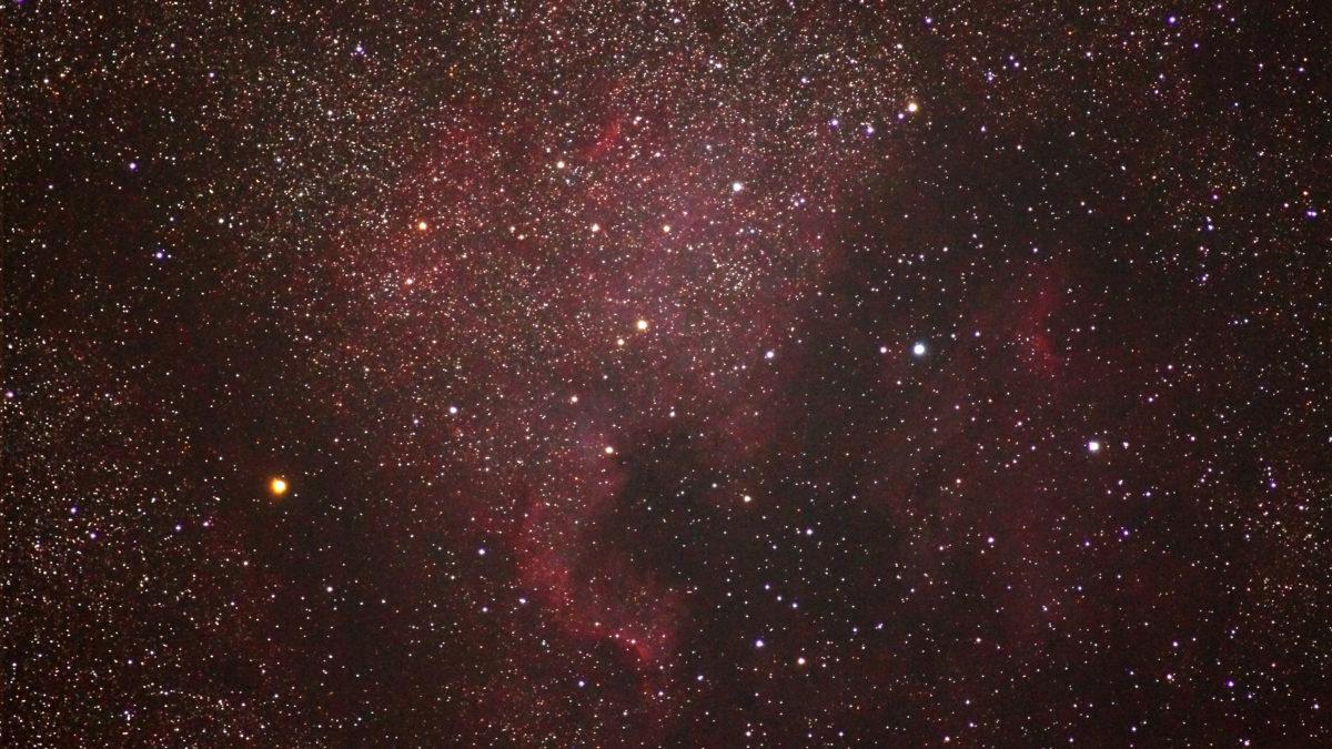 70-200mm/F2.8/EOS KISS X2/ISO800/dark1/flat0/露出180秒×5枚を加算平均コンポジットした2014年07月22日00時31分37秒から撮影したNGC7000(北アメリカ星雲)の天体写真です。