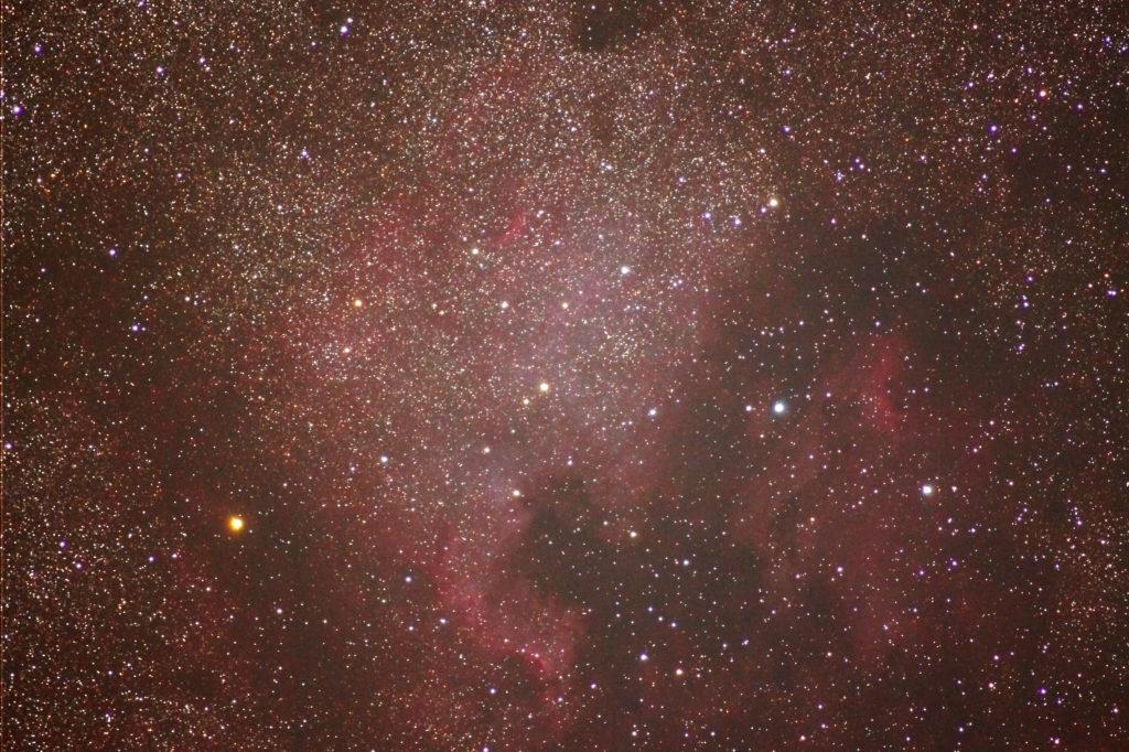 70-200mm/F2.8/EOS KISS X2/ISO800/dark1/flat0/露出180秒×5枚を加算平均コンポジットした2014年07月22日00時31分37秒から撮影したNGC7000(北アメリカ星雲)とIC5067(ペリカン星雲)の天体写真です。