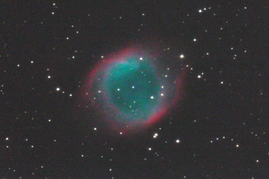 口径25cm反射望遠鏡/f4.8/EOS KISS x2/ISO1600/カメラのダーク処理/ソフトビニングフラット補正/露出240秒×2枚を加算平均コンポジットした2013年08月03日01時28分33秒から撮影のNGC7293(らせん状星雲)の天体写真です。