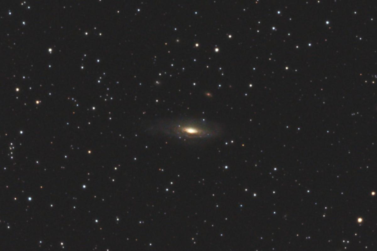 口径15.2cm反射望遠鏡(LXD-55)/F5/PENTAX-KP/ISO25600/カメラダーク/ソフトビニングフラット補正/露出20秒×28枚を加算平均コンポジットした2017年09月25日23時19分16秒から撮影したNGC7331の天体写真です。
