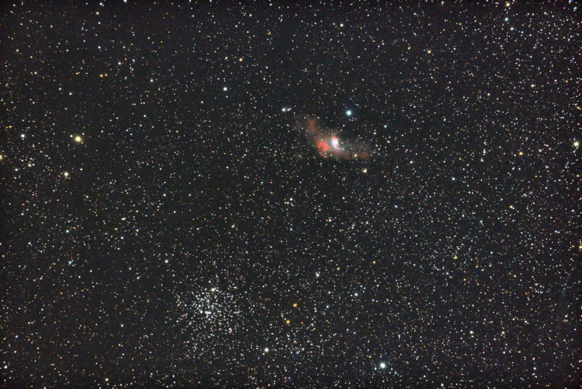 口径15.2cm反射望遠鏡(LXD-55)/F5/PENTAX-KP/ISO25600/カメラダーク/ソフトビニングフラット補正/露出20秒×31枚を加算平均コンポジットした2017年09月25日00時22分44秒から撮影した右上:NGC7635(バブル星雲)と左下:M35の天体写真です。