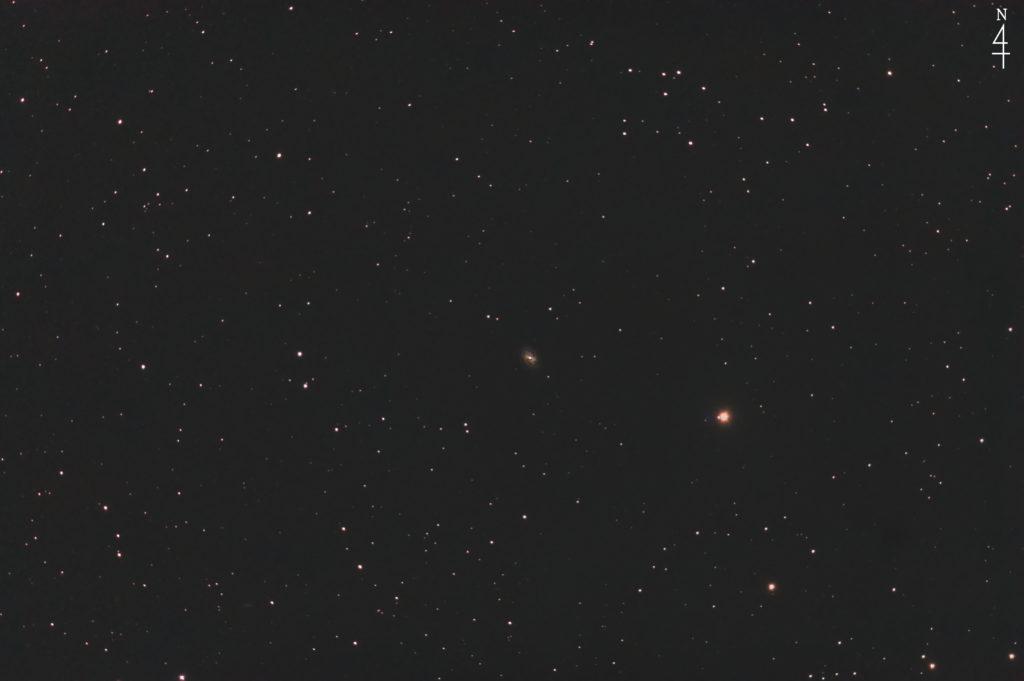 2020年08月17日00時28分14秒からミードの反射望遠鏡LXD55とリコーの一眼レフカメラのPENTAX KPでISO25600/F5/露出30秒で撮影して104枚を加算平均コンポジットしたフルサイズ換算約1214mmのNGC7723の天体写真です。