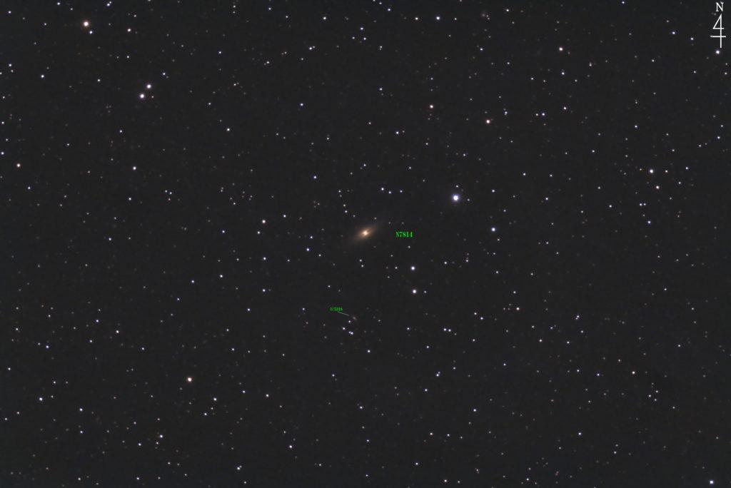 2020年08月15日23時54分08秒からミードの反射望遠鏡LXD55とリコーの一眼レフカメラのPENTAX KPでISO2500/F5/露出30秒で撮影して134枚を加算平均コンポジットしたフルサイズ換算約1320mmのNGC7814(小さなソンブレロ銀河)+IC5381の天体写真です。