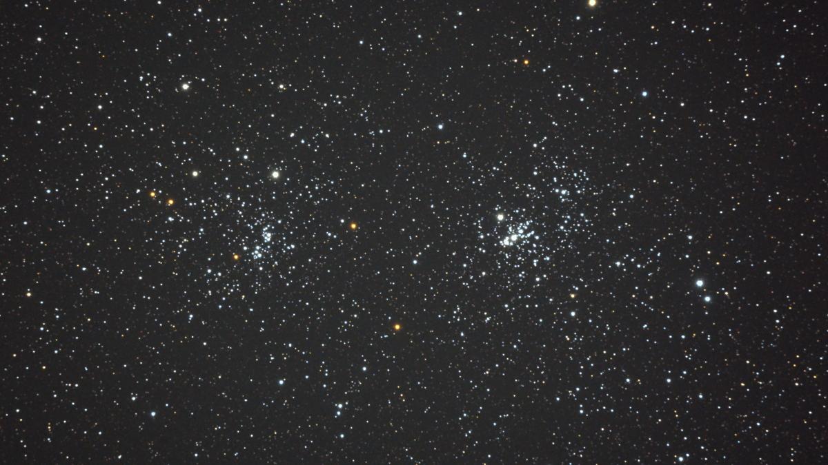 口径15.2cm反射望遠鏡(LXD-55)/F5/PENTAX-KP/ISO51200/カメラダーク/ステライメージ周辺減光処理/露出10秒×27枚を加算平均コンポジットした2017年09月19日00時43分36秒から撮影したNGC869(左)とNGC884(右)「ペルセウス座二重星団」の天体写真です。