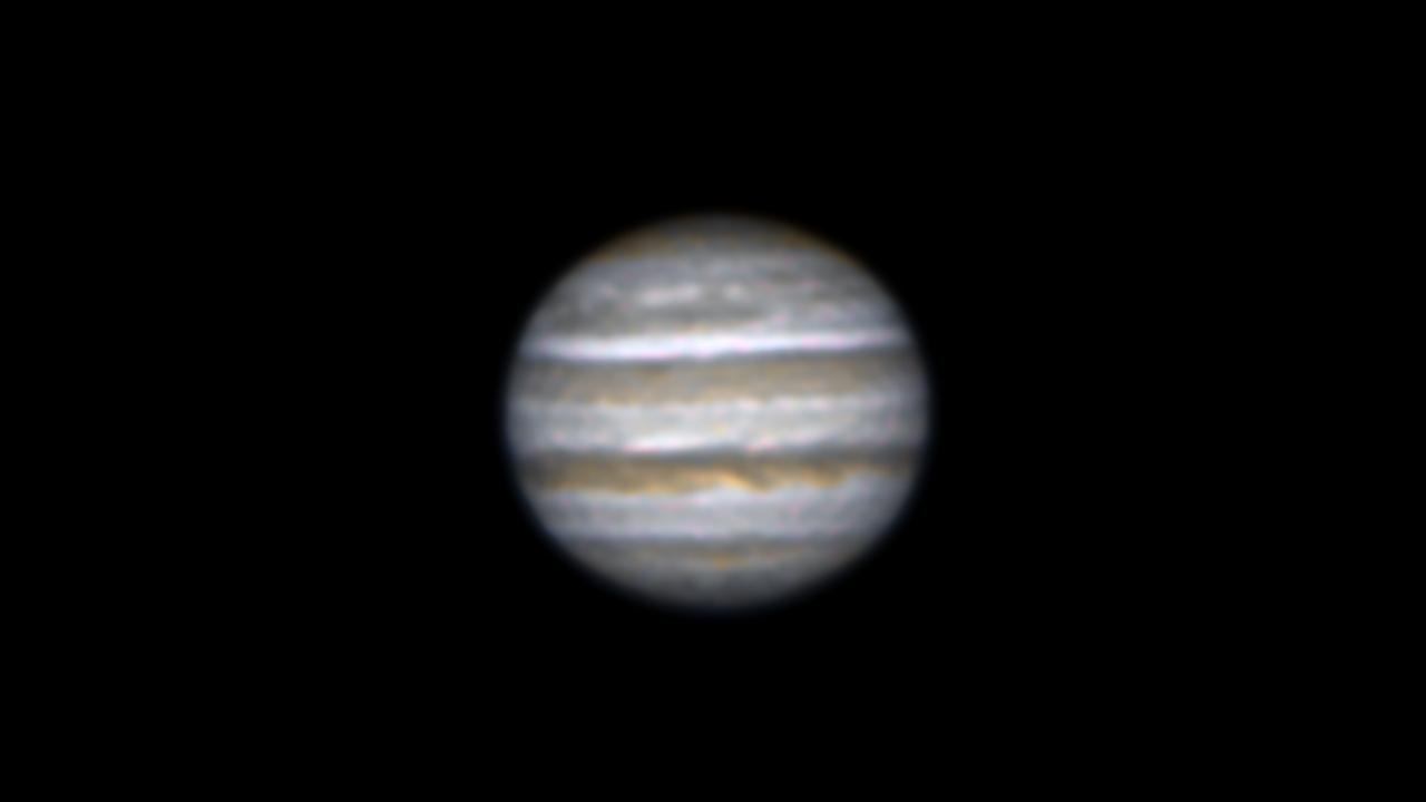 口径25㎝(White Dob)/F4.8/CANON EOS KISS X7i/30fps/35秒/ISO1600/272枚スタックした2018年05月14日23時53分54秒から撮影した木星の天体写真です。