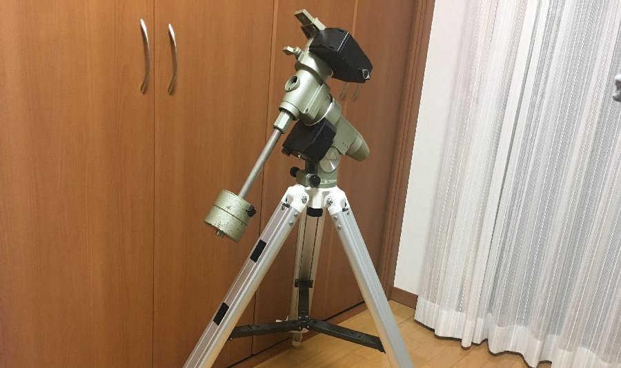 ビクセンSP赤道儀スーパーポラリスと三脚を取り付けた状態です。
