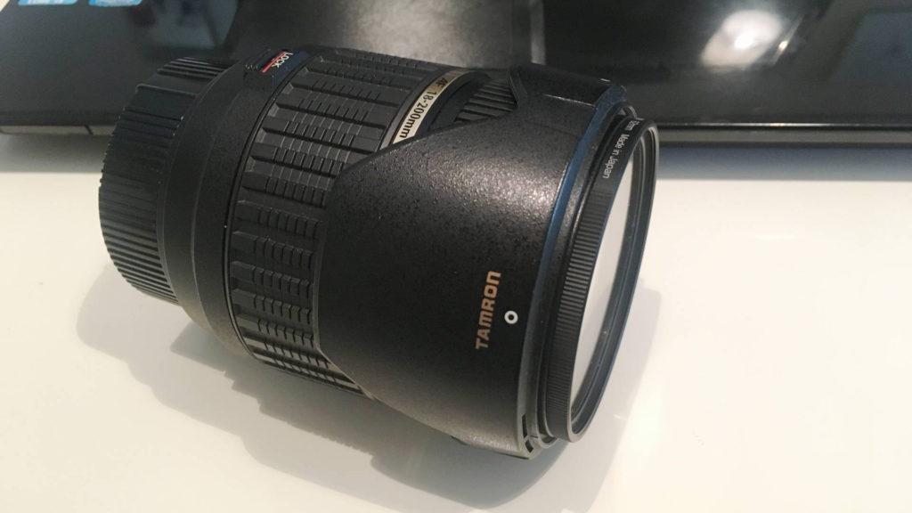 カメラレンズ径に合わせてソフトフィルターを購入するとフードを取り付けられる