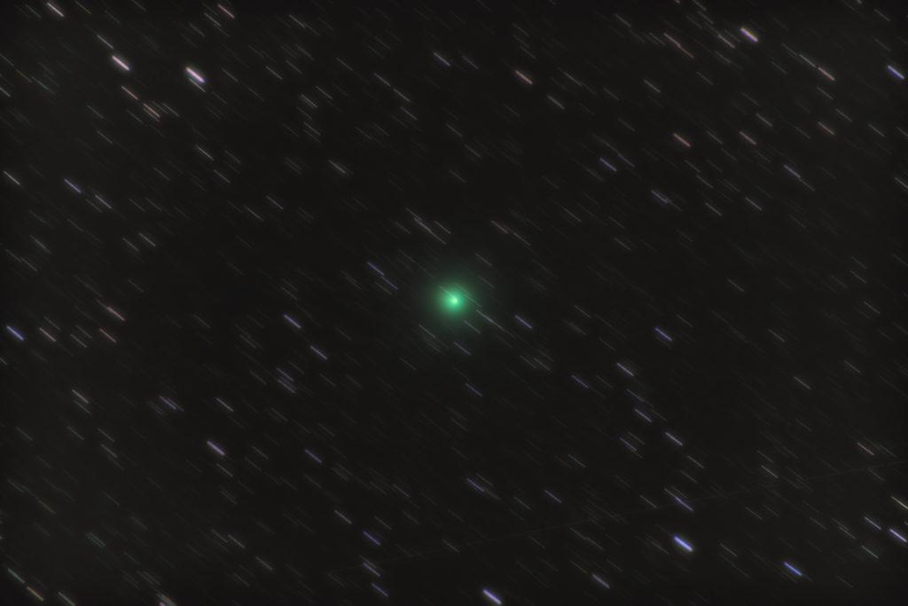 PENTAX KP/TAMRON AF18-200mm F3.5-6.3 XR DiII/フルサイズ換算200㎜/ISO25600/露出30秒/F6.3/97枚を自動メトカーフコンポジット/ダーク減算なし/ソフトビニングフラット補正をした2018年12月10日21時49分30秒から撮影したウィルタネン彗星46P(ワータネン彗星)の天体写真です。